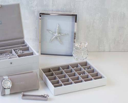 Stackers jewellery tray with 25 compartments