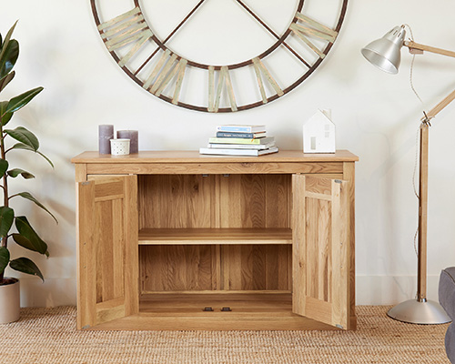 solid oak side board with 6 drawers