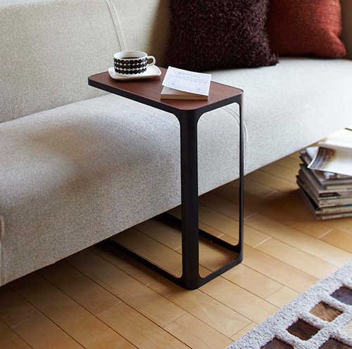 Side table in a white or black finish