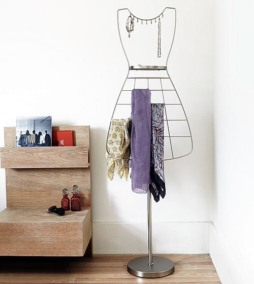 Freestanding scarf and jewellery organiser