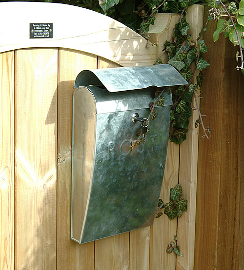 Wall mounted post box with lock