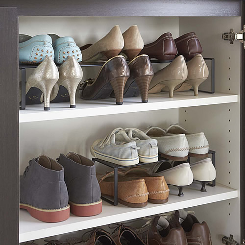 In cupboard extending shoe rack