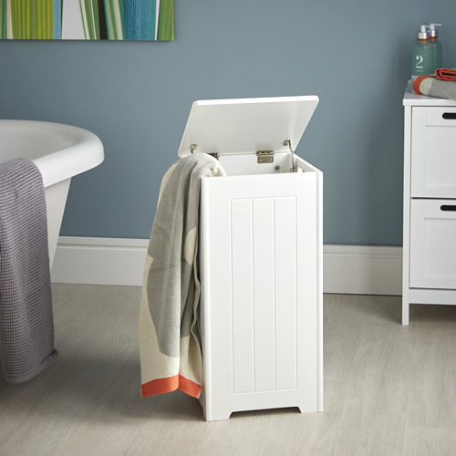 Shaker style wooden laundry hamper with lid