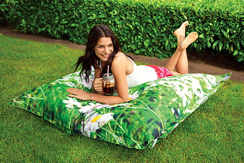 Outdoor giant beanbag. Great quality and offers a cheaper alternative to our Fatboy outdoor Buggle-Up beanbags