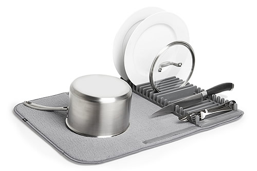 Compact dish drying mat with rack