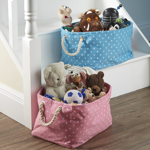 Toy storage bag with rope handles and star pattern