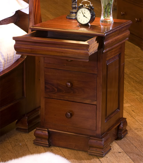 Solid mahogany 4 drawer bedside table / lamp table