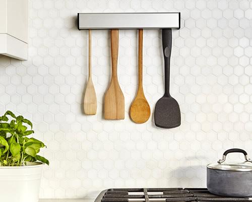 Wall / under cabinet mountable kitchen utensil holder
