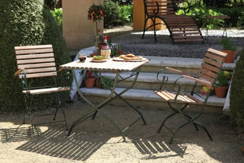Set of 2 wooden garden chairs with arms