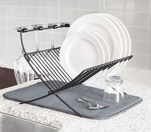 Foldable dish drying rack with drying mat