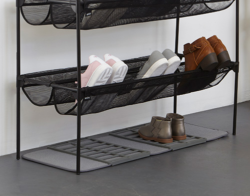 Shoe drying mat with rack