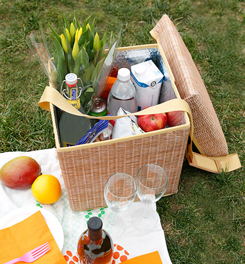Collapsible wicker effect picnic cooler and stool
