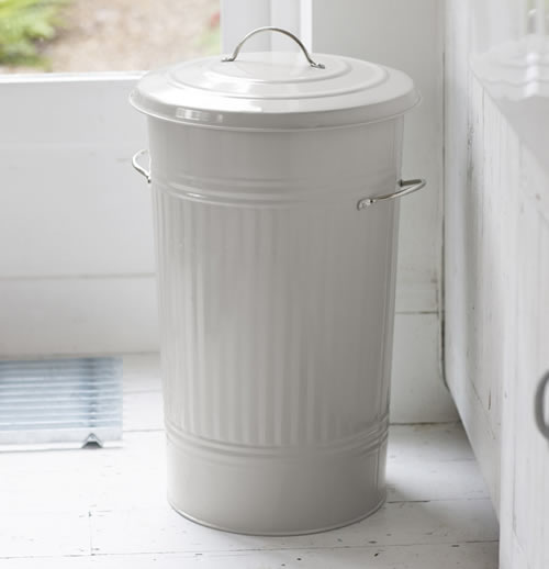 Traditional Kitchen Bin